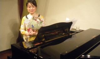 畑中 孝子(ヴォーカル、ピアノ)20120528 016